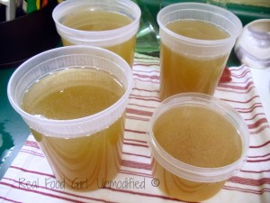 Organic Homemade Chicken Stock. Easy, healthy, affordable! From Real Food Girl: Unmodified